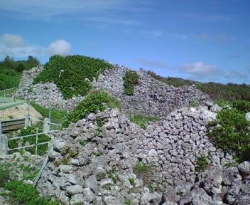 具志川グスクの城壁