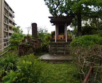 石田城之碑と祠