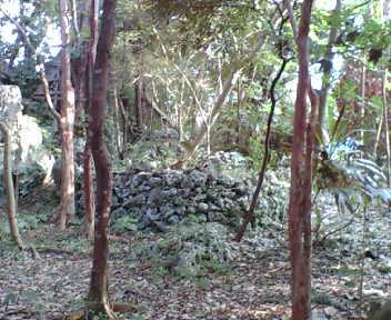 八重島公園内の石積み