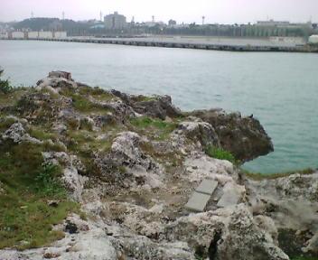 海岸沿いの拝所