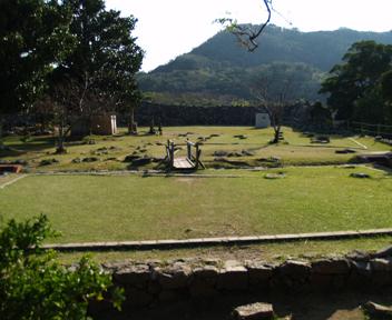 主郭の建物跡。