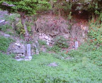 グスク南端付近の古墓