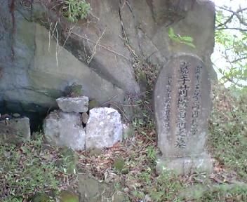 丘の上の墓