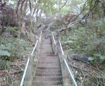 グスクへ向かう階段。