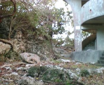 巨岩の上に建つ展望台