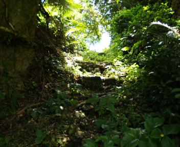イーヌカー奥の石段