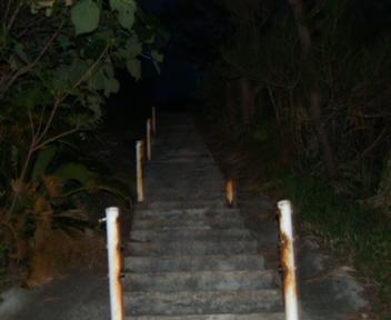グスクへ登る道