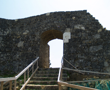 主郭東側アーチ門