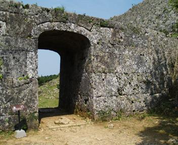 グスク裏門