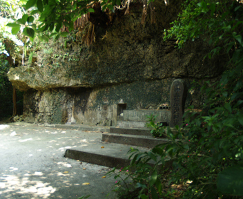 伊寿留按司の墓