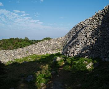 志慶真門郭の城壁