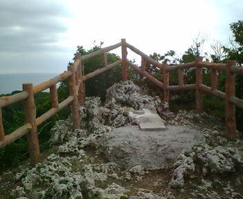 黎明の塔後方にある拝所