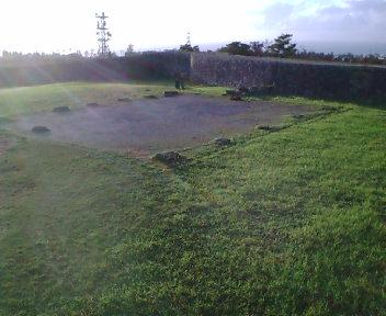 主郭内の建物跡