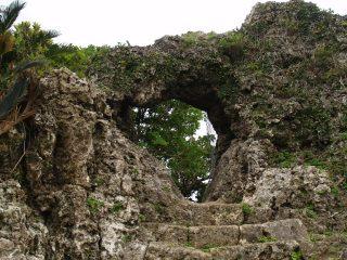 玉城グスク主郭城門